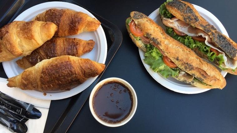 Straßburg-Strasbourg-baguette-croissants-food