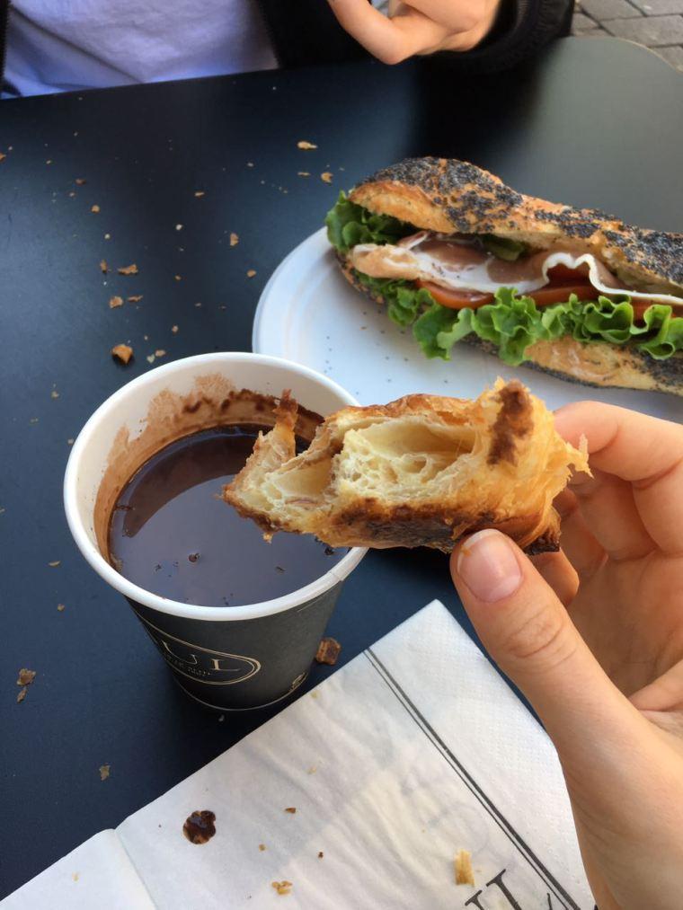 straßburg-strasbourg-food-croissants-baguette