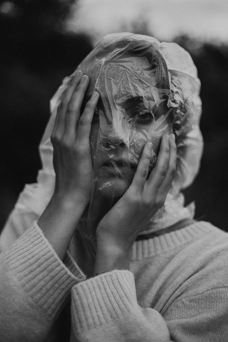We Drown in Plastic (1)